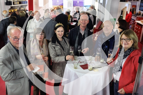 Gäste mit Rheinhessischer Weinprinzessin Marie-Charlott Stöhr