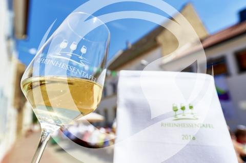 Glas und Serviette Rheinhessentafel