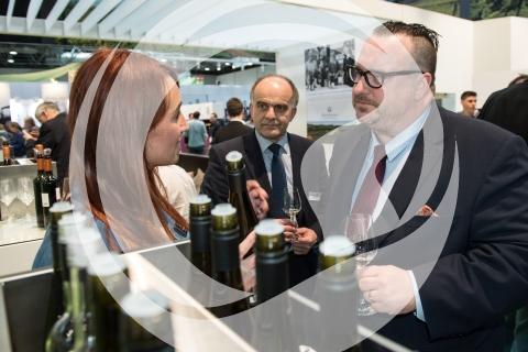 Staatssekretär Andy Becht mit Julia Schittler