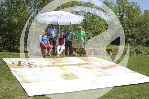 Marie Charlott Stöhr mit Teilnehmer der Rheinhessen Golf Challenge
