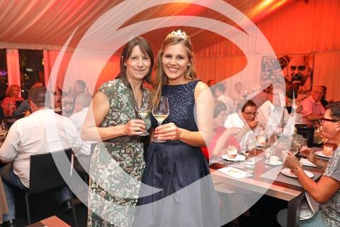 Sommeliere Petra Mohr und Weinkönigin Laura Lahm