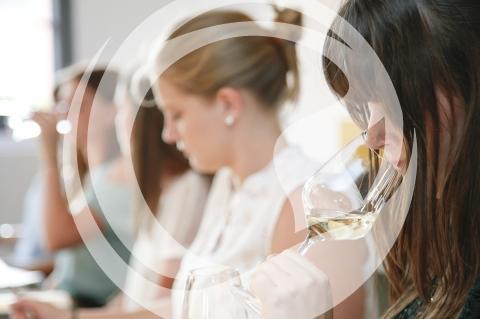 Katja Hattemer bei der Weinprobe