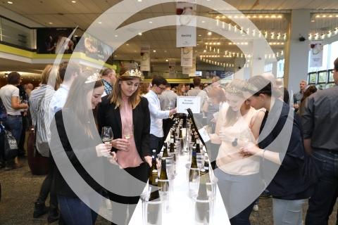 Queenies bei der Weinverkostung auf dem Weinforum Rheinhessen