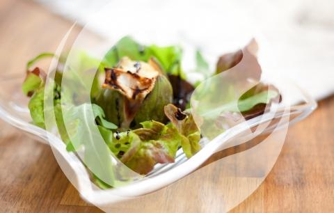 Gebackene Käsefeige auf Pflücksalat