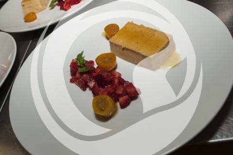 Erdbeere mit Kumquat und Karamellriegel
