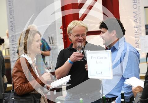 Besucher des Weinforums Rheinhessen im Gespräch