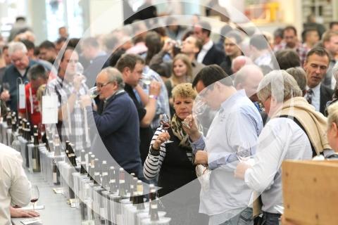 Besucher des Weinforums Rheinhessen