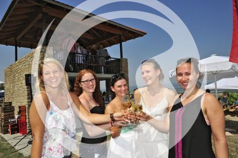 Mädels beim Weingenuss