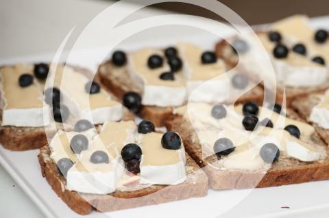 Camembert Toast mit Heidelbeeren