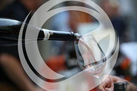 Selectionswein beim Einschenken
