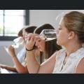 Cathrin Breitkopf beim Weinprobe
