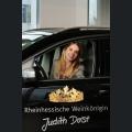 Judith Dorst im Dienstwagen