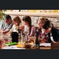 Die Kandidatinnen bei Weinverkostung
