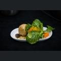 Baby-Laugenbrezelknödel mit Waldpilzragout, Feldsalat und süß-sauer-knackigem Kürbis