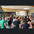 Studenten besuchen das Weingut Schneider