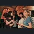 Mirjam Schneider mit den Studenten im Weinkeller