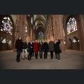 Gaestefuehrerin Lore Huebner erklärt den Weinmajestäten die Katharinenkirche in Oppenheim