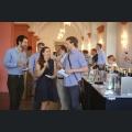Fachbesucher bei der Weinverkostung