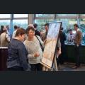 Besucher informieren sich über Weinsterne und Küchenzauber