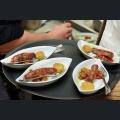 Caponata mit Kirschtomaten, Basilikum und gebratener Pfeffer-Polenta